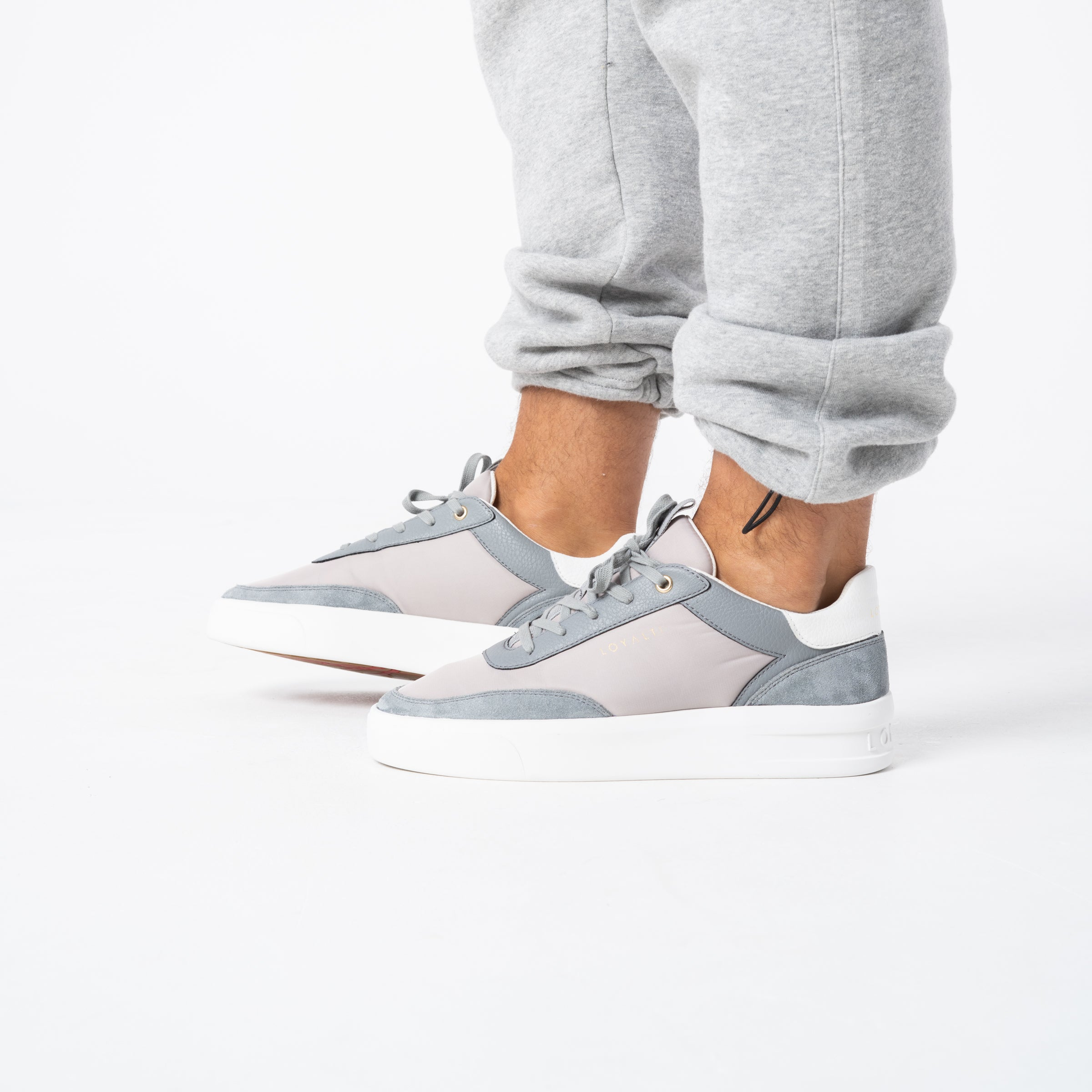 Deuces Trainer - Grey / Light Grey / White