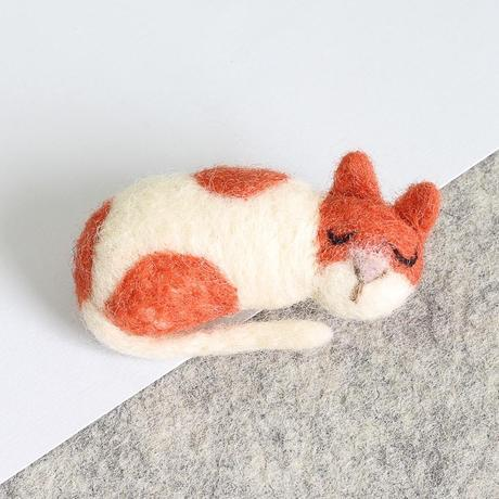 Cat Brooch Needle Felting Kit - The Village Haberdashery