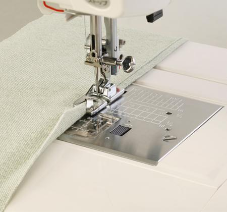 Janome Hemmer Foot 2m - B/C - The Village Haberdashery