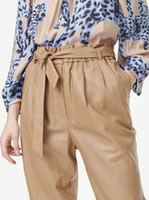 Load image into Gallery viewer, JULIUS PANTS | CAMEL | MUNTHE