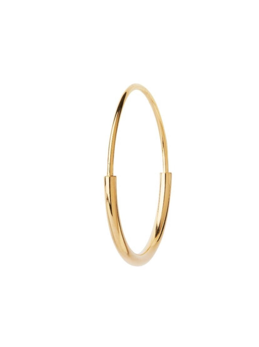DELICATE 22 HOOP EARRING | GOLD OR SILVER | MARIA BLACK