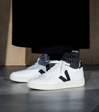 Load image into Gallery viewer, V-10 | EXTRA WHITE BLACK | VEJA
