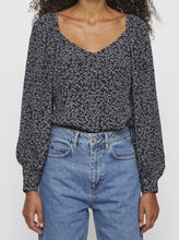 Load image into Gallery viewer, COLOMBO BLOUSE | NOISE AOP