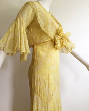 Load image into Gallery viewer, Beautiful 1930's Yellow Deco Floral  Dress set. XS/S