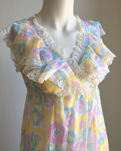 Amazing 1960's vintage peignoir set. S