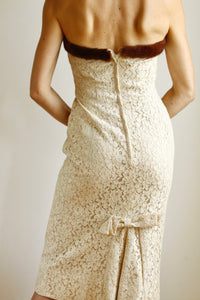 1950s Cream Lace Wiggle Dress. Size 4-6