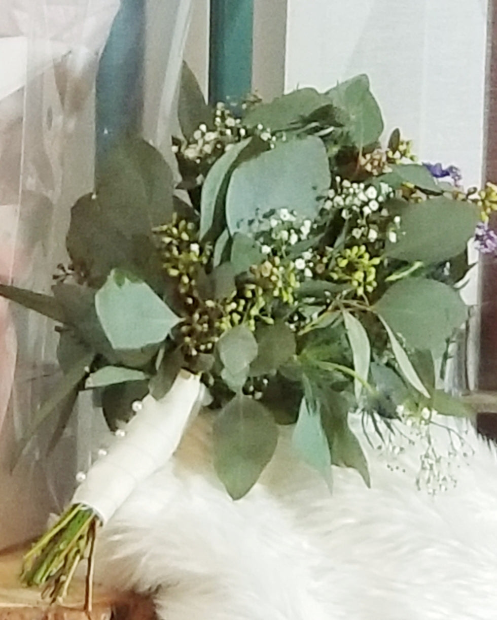 Custom Bouquets and Boutonniere Package