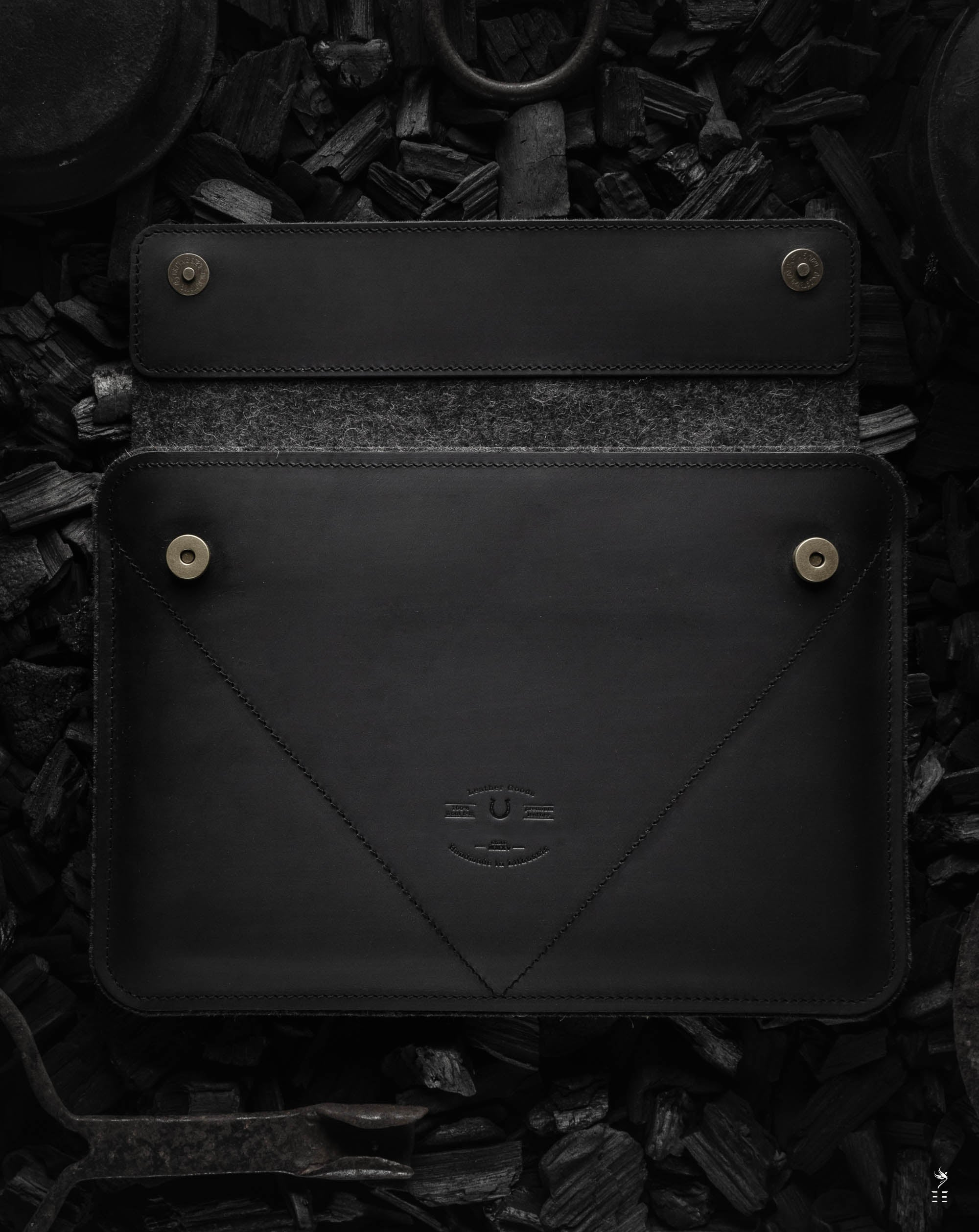 Étui en cuir | MacBook Pro/Air | Anthracite