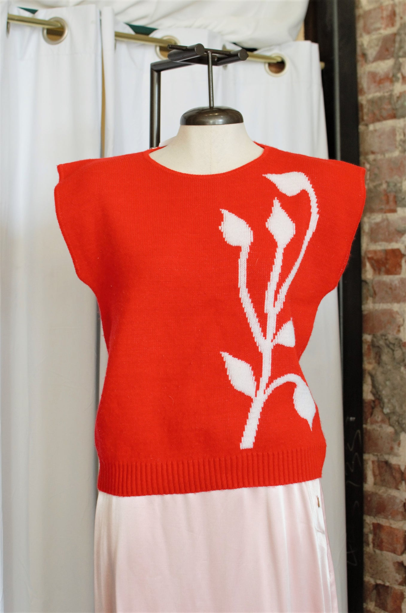 Vintage Red Iris Sweater Vest / Small - Medium
