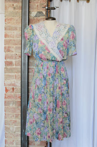 1980s Spring Floral Pleated Dress / Small