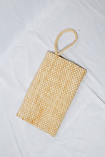 Load image into Gallery viewer, Vintage Straw Envelope Clutch