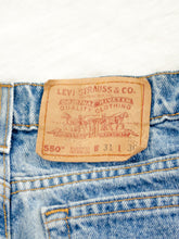 Load image into Gallery viewer, Vintage Levis Tapered Light Wash Jeans / M