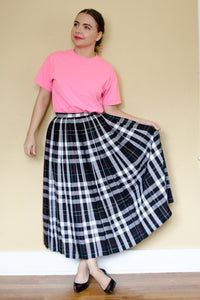 70s Black Plaid Pleated Skirt / S-M