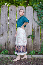 Load image into Gallery viewer, Vintage Handmade White Floral Midi Skirt / S