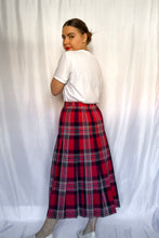 Load image into Gallery viewer, Vintage 70s-80s Red and Navy Plaid Skirt / S-M