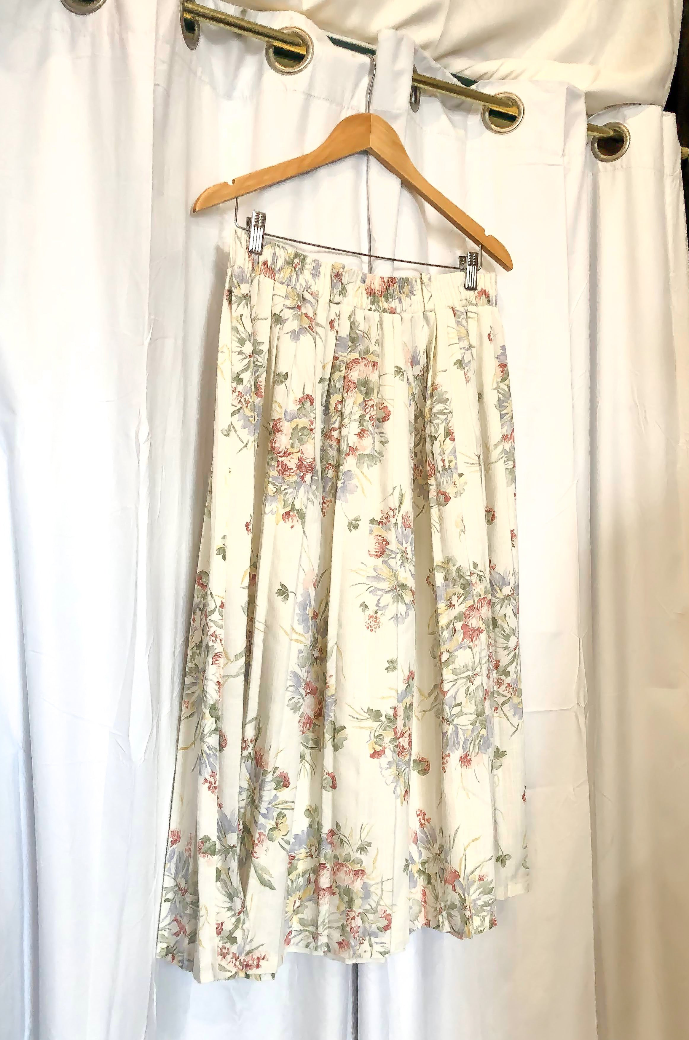 1980s - 1990s White Floral Pleated Skirt / Medium - Large