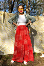 Load image into Gallery viewer, Vintage 60s Red Geometric Print Skirt / S-M