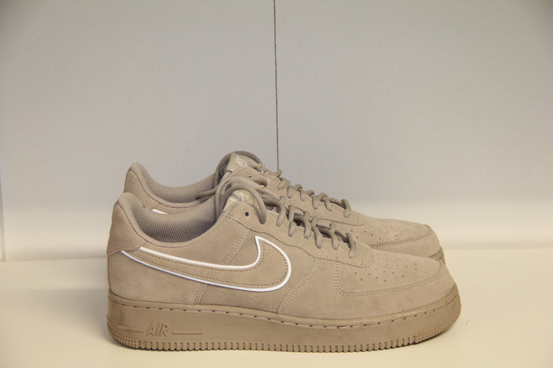 Nike AIR FORCE 1 // 42.5