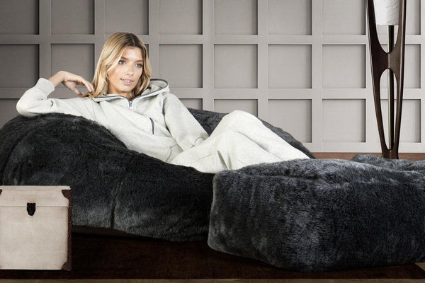 classic-sofa-bean-bag-fluffy-faux-fur-badger-black_2