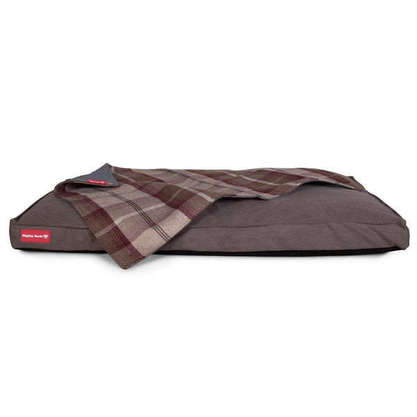 the-blanket-fleece-pet-blanket-for-dogs-cats-tartan-mulberry_2