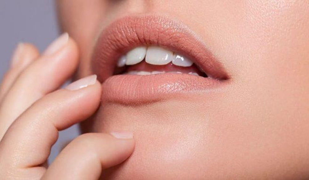 Lip Contouring is Now a Thing