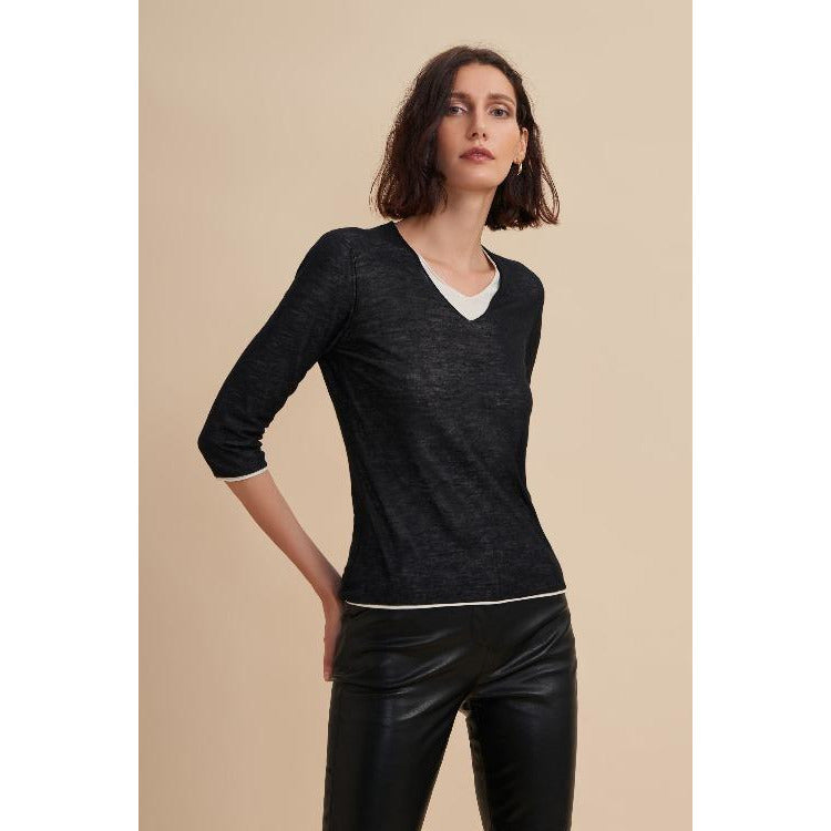 W. Cashmere Fine Gauge Double Layer V Neck  | Black