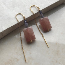 Load image into Gallery viewer, strawberry quartz and iolite gold threader earrings