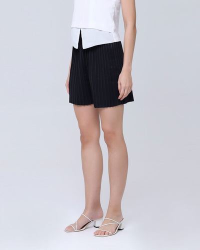 Black Pleated Shorts - Hellolilo