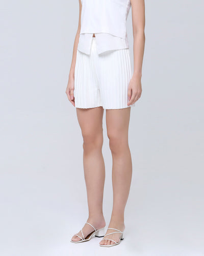 White Pleated Shorts - Hellolilo