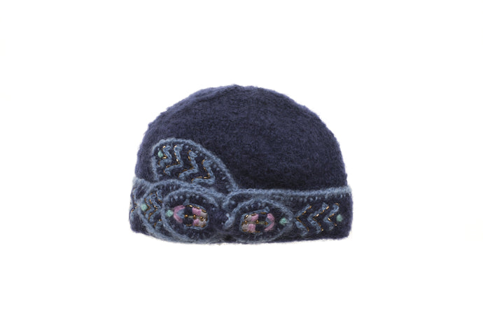 Abby Cloche - winter hat glove - hand-knit - French Knot