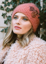 Slouchy Brooch - winter hat glove - hand-knit - French Knot
