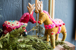 Reindeer Mantel Topper - French Knot