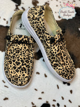 Load image into Gallery viewer, Kayak Leopard Sneakers