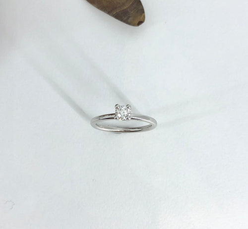 Classic 4 claw Engagement Ring in White Gold