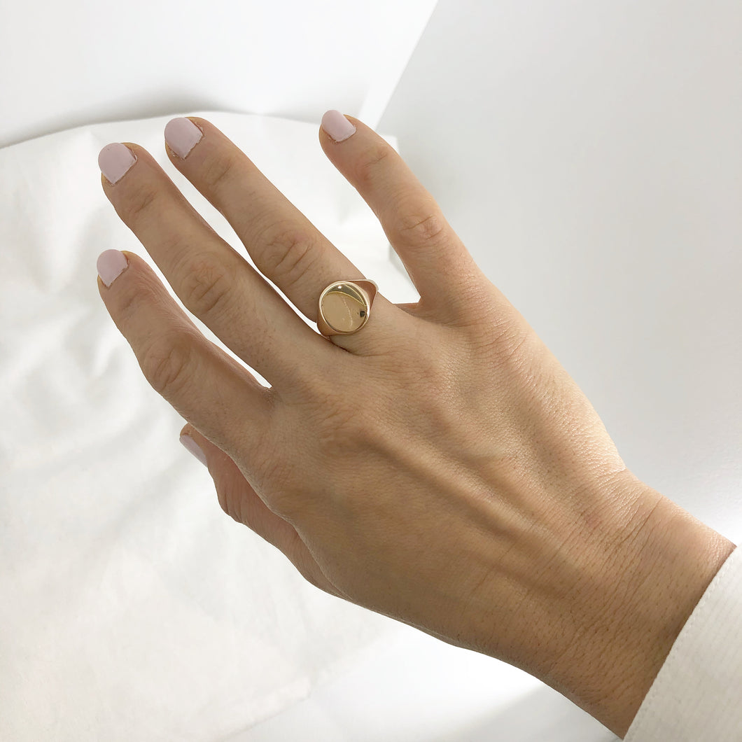 Grande Oval Signet Ring