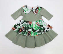 Load image into Gallery viewer, Peter Pan Collar Dress Playful Foxes