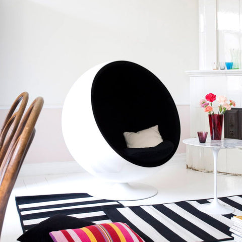 Aarnio Ball Chair in a lounge with saarinen tulip side table