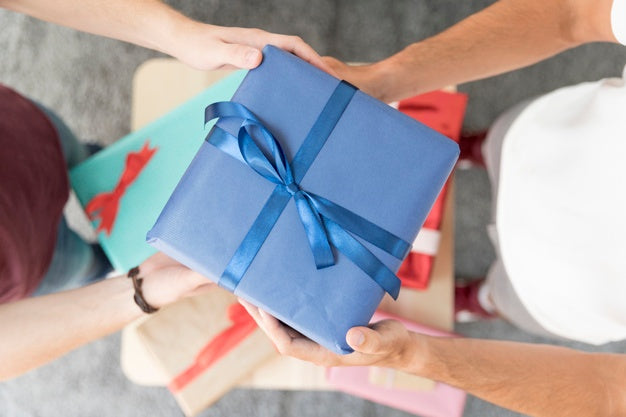 Birthday Gift Giving Etiquette: The Do's and Don'ts of Giving the Perfect Birthday Gift