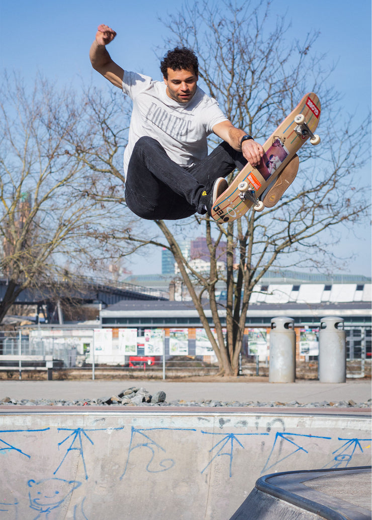 """AME takes Over"" Skateboard in Kooperation mit Mack Mckelton"
