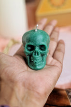 Load image into Gallery viewer, Green Skull Candle