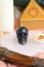 Load image into Gallery viewer, Black Skull Candle