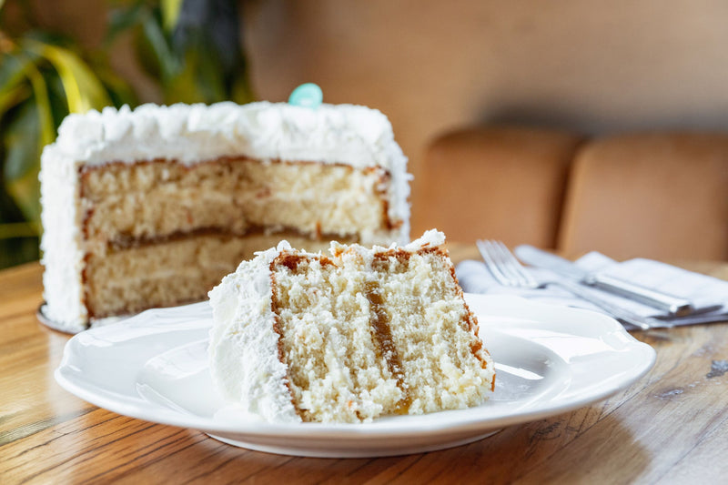products/coconut_cake_sliced.jpg