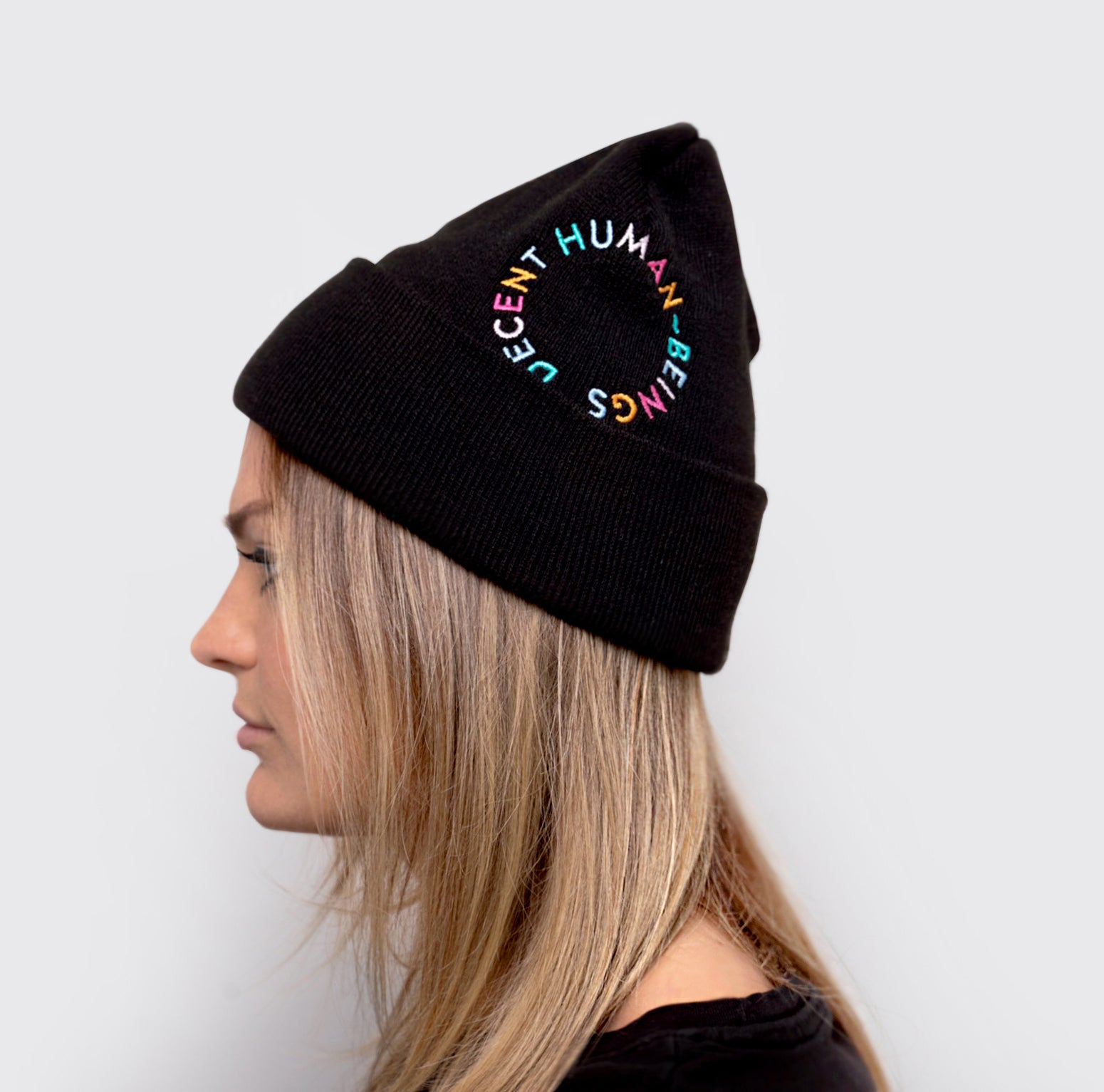 CIRCLE LOGO CUFFED BEANIE - BLACK
