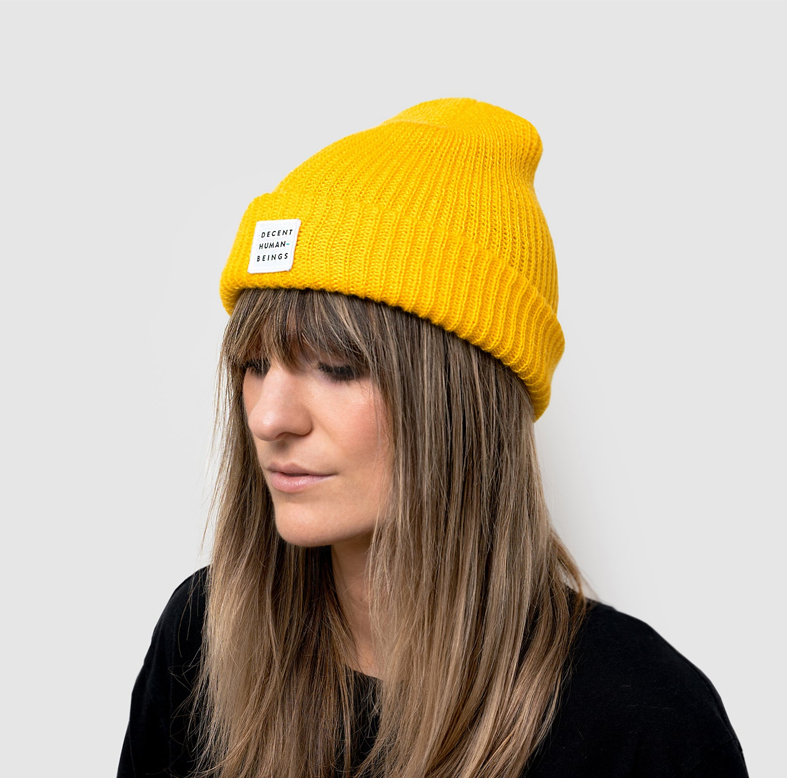 RIBBED KNIT LOGO PATCH BEANIE - YUZU