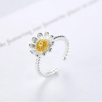 Gorgeous Daisy Sterling Silver Ring for Women