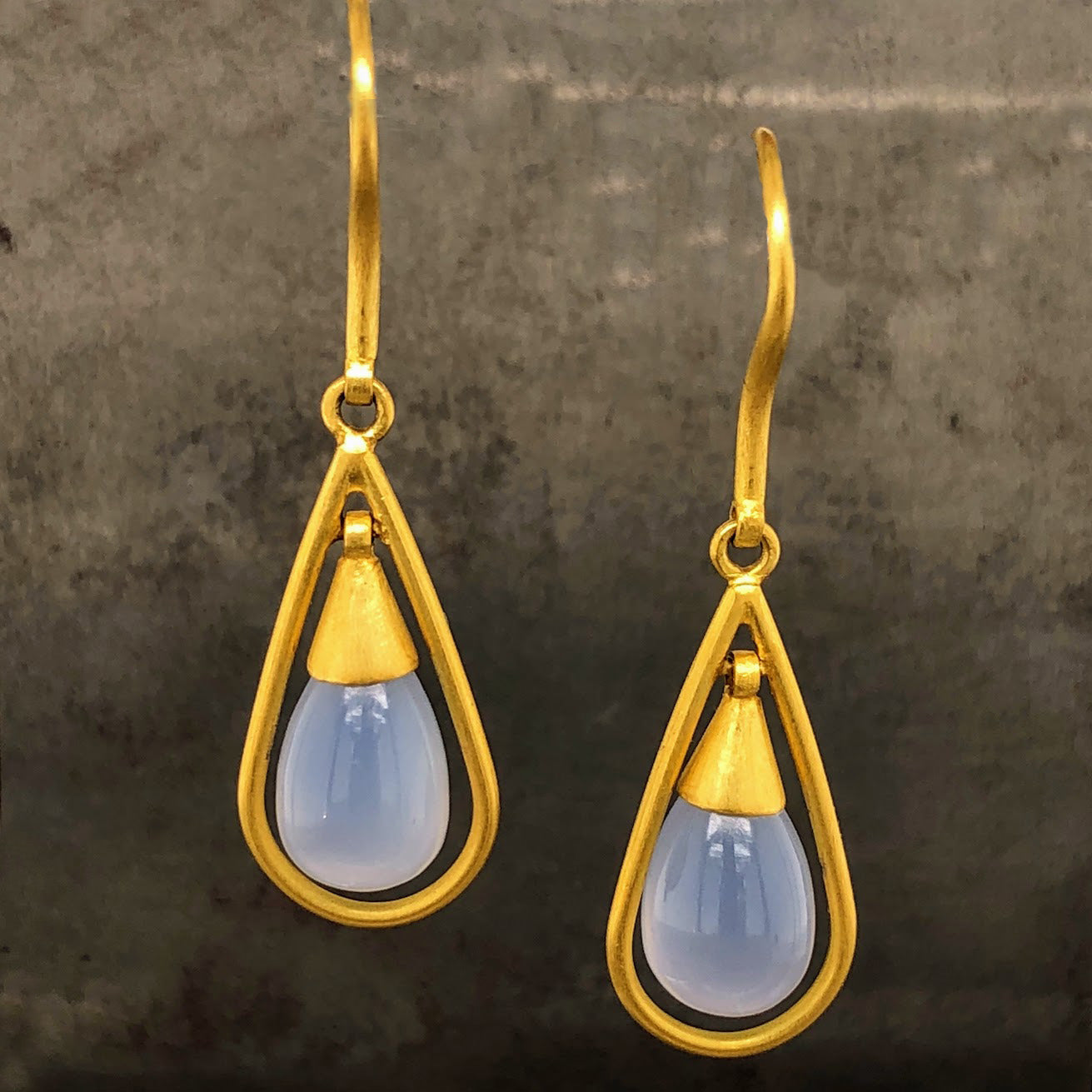 18k Yellow Gold Chalcedony Drop Earrings