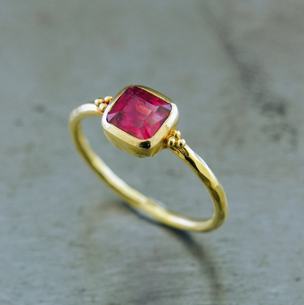 Ruby 18k Yellow Gold Ring