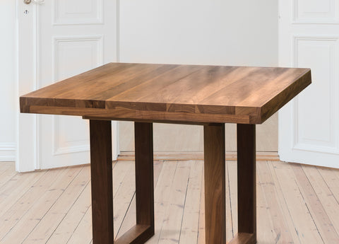 Extendable Wood Dining Table in Walnut Seats 6 to 8