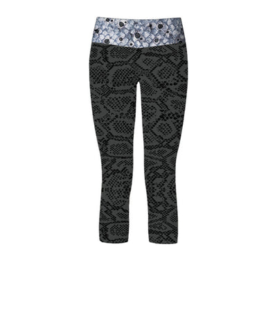 Black Grouper Women's Capri Yoga Pants