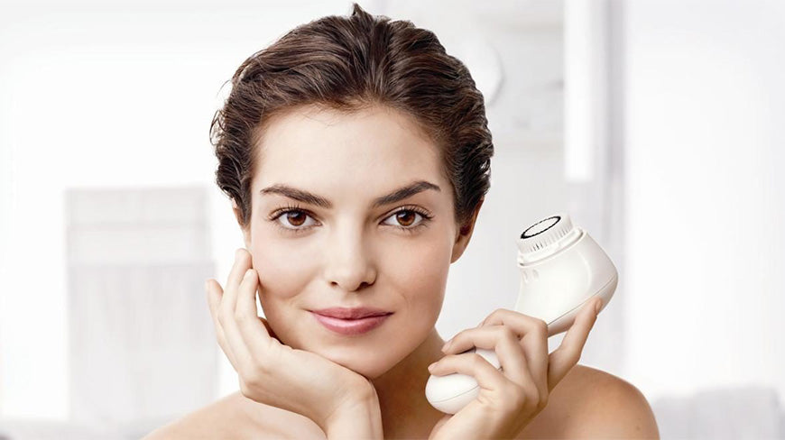 Face Cleansing Brush Benefits: Why Use a Face Cleansing Brush?